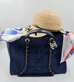 CHANEL DEAUVILLE SHOPPER IN NAVY BLUE CANVAS GOLD TONE METAL