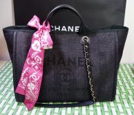 CHANEL SHOPPER DEAUVILLE IN BLACK MIT GOLD HARDWARE